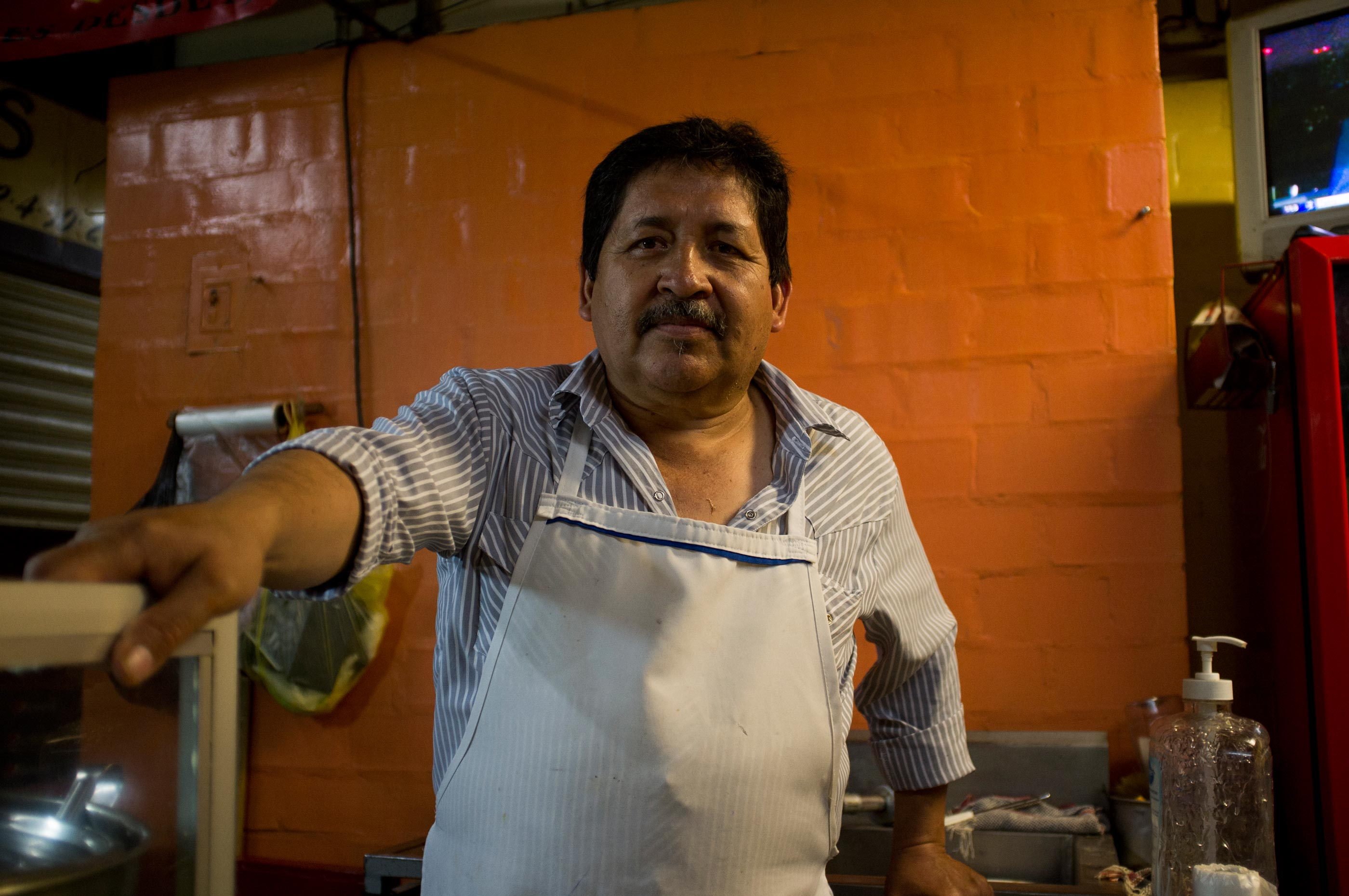 A man selling birria in Zacatecas