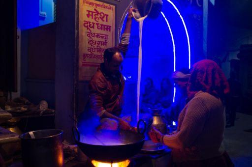 A chai wallah in Pushkar.
